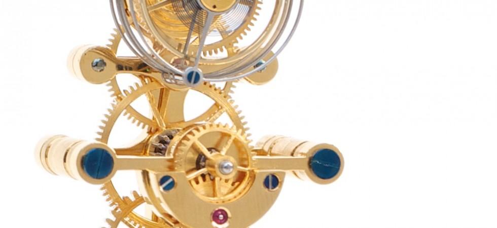 Beau mouvement d'horloge de table avec tourbillon